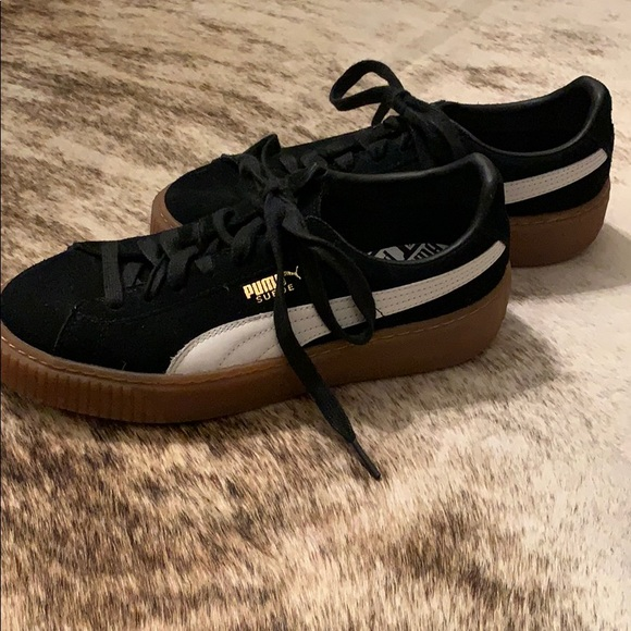 brand new 04684 88a37 Black puma with thick gum sole size 8
